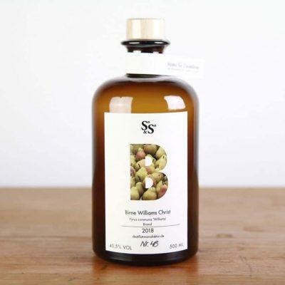 Obst-Destillat von Hand gemacht